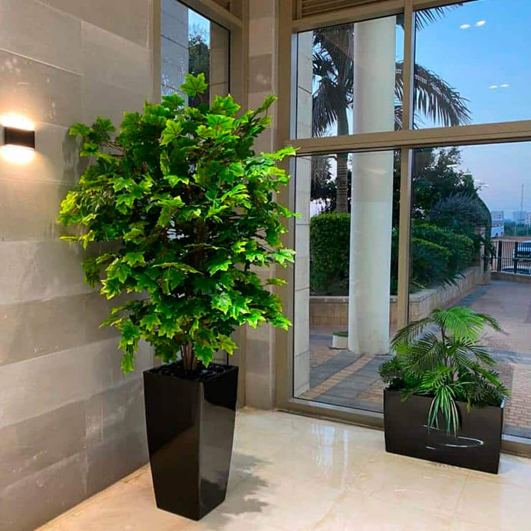 צמחיה מלאכותית ללובי בניין מגורים